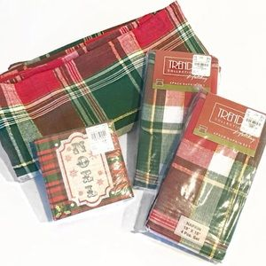 Other - Plaid Christmas Tablecloth & Napkins Lot NWT
